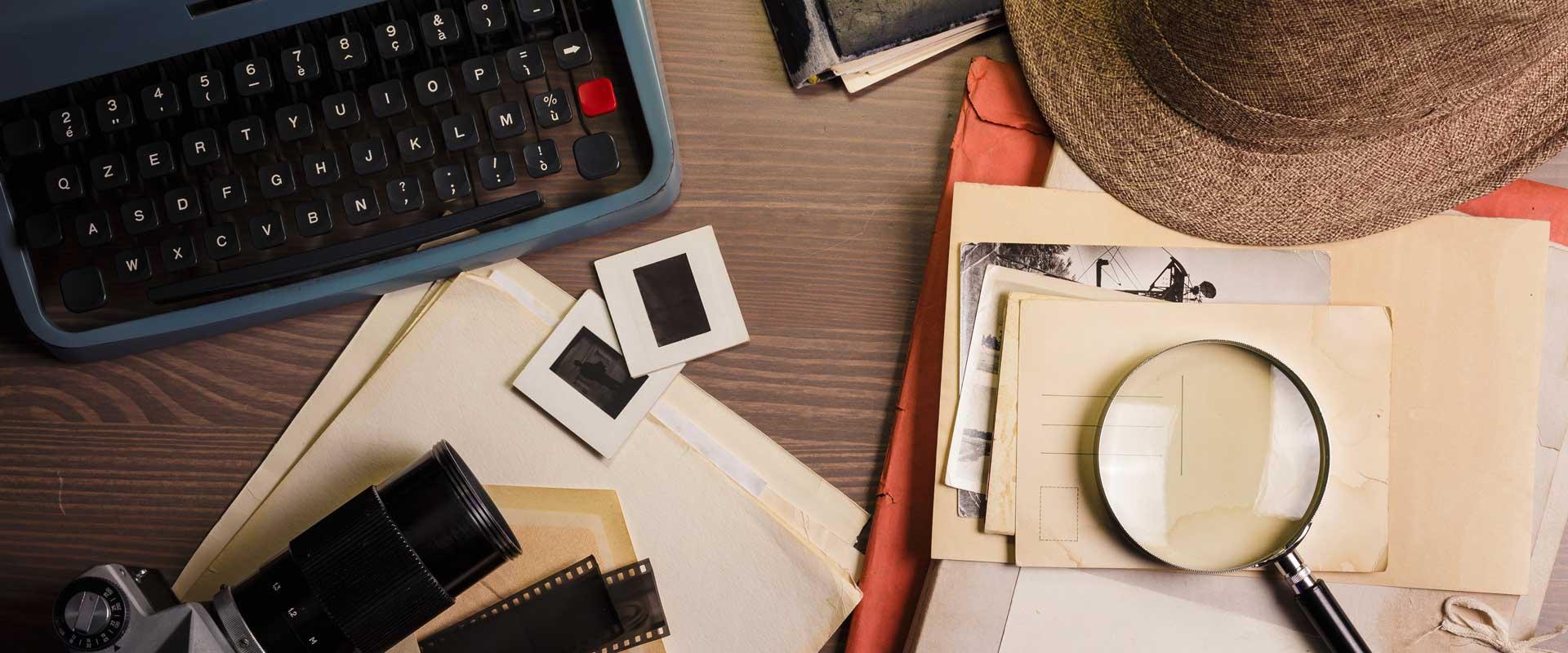 Detektiv-Stilleben als Motiv zur Marktforschungsstudie über investigativen Journalismus