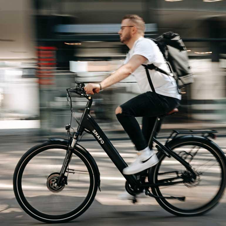Motiv eines Radfahrers zur Marktforschungsstudie über ein Fahrradschloss, das sich mittels Smartphone App öffnen lässt
