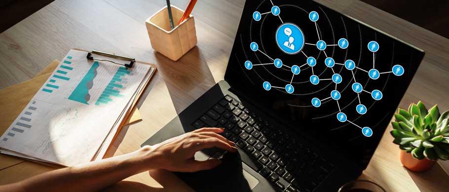Social Media Monitoring qualitativ & quantitativ (Symbolfoto phaydon Marktforschung)