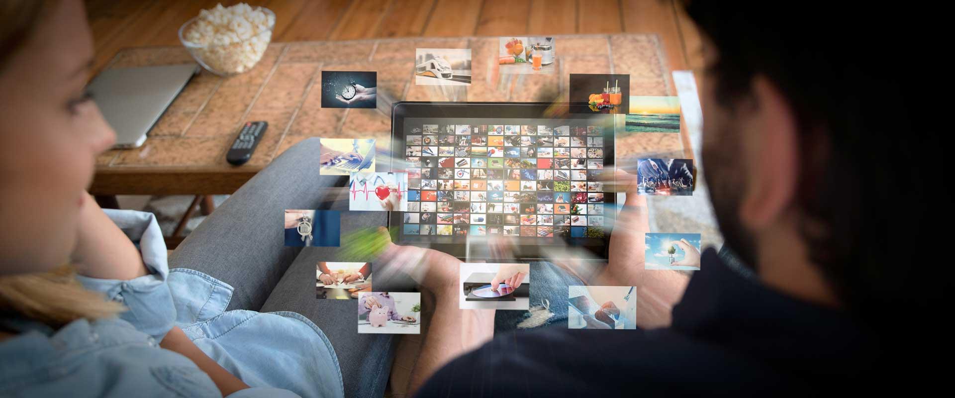 Tablet das eine Mediathek / Video on Demand anzeigt