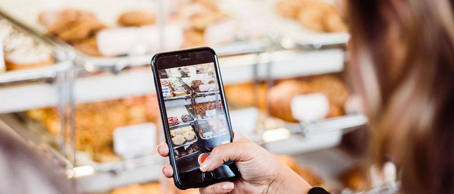Teilnehmende Beobachtung der Handynutzung beim Einkaufen / Shopping